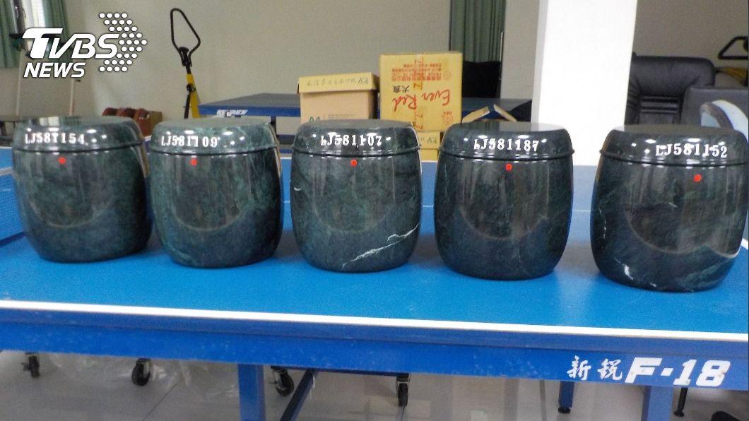 (圖/中央社) 什麼都賣! 宜蘭分署12/1拍賣40個空罐骨灰罐