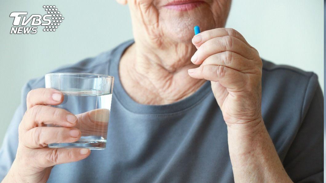 65歲老婦竟服用壯陽藥。(示意圖/shutterstock 達志影像) 65歲母狂嗑「壯陽藥」7天 兒得知真相爆氣衝藥局