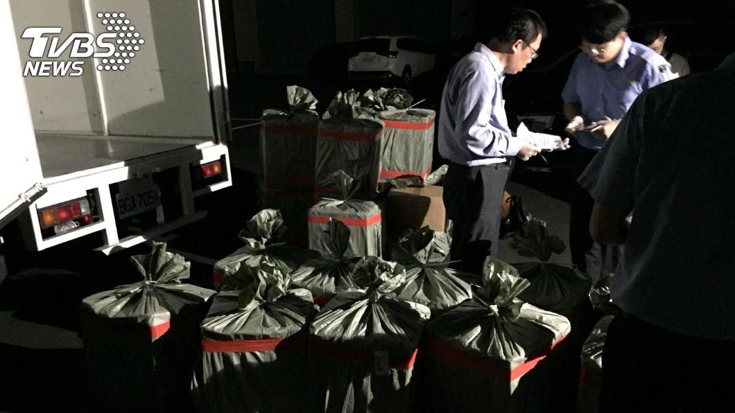 刑事局為史上最大宗空運走私毒品案。(圖/TVBS) 警破最大宗空運走私毒品 查獲700公斤K他命原料