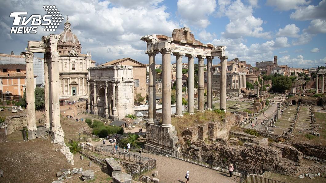 一名遊客從義大利「古羅馬廣場」撿走文物,3年後返還。(示意圖/shutterstock 達志影像) 害怕被詛咒?女偷走「羅馬古文物」 3年後懺悔送回