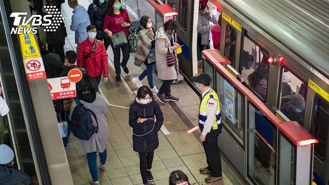 (示意圖/shutterstock達志影像) 陌生嬤不給坐捷運空位 網怕爆喊超毛…女乘客揭真相