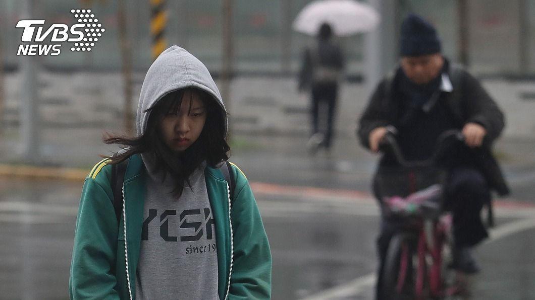 26日夜間起,北台灣氣溫降,新竹以北、東半部有局部雨。(圖/中央社資料照) 228連假先雨後晴!元宵夜東北季風南下 北台灣降溫