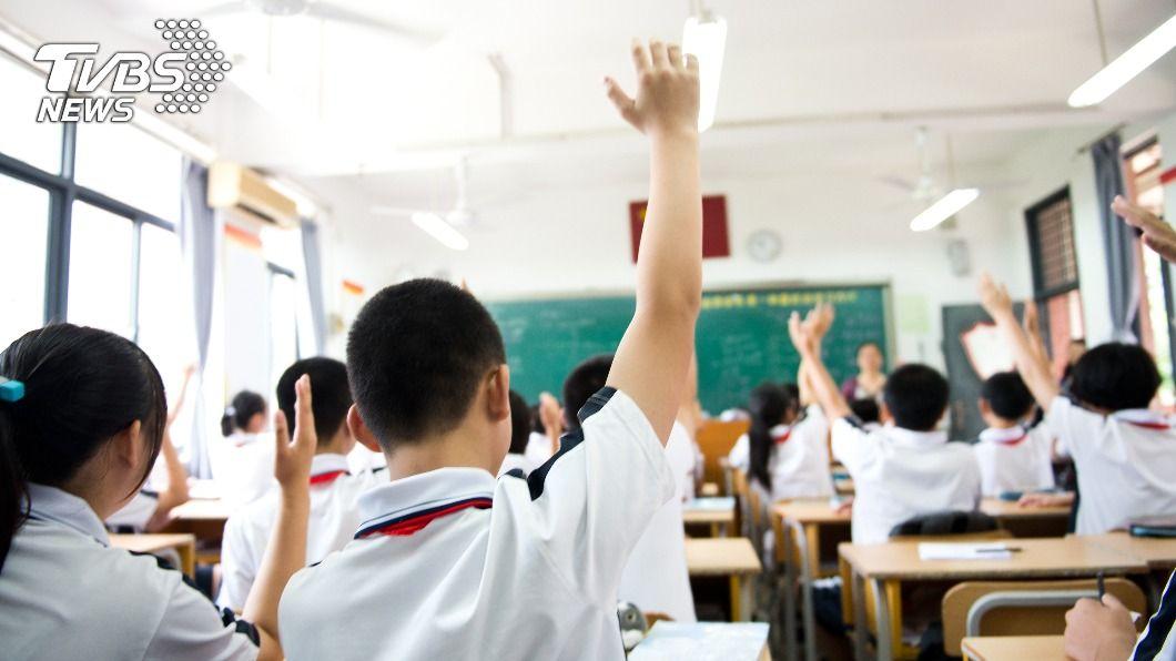 (示意圖/Shutterstock達志影像) 貪心教師索賄3年 家長檢舉慘遭「熱水淋頭」狂恐嚇