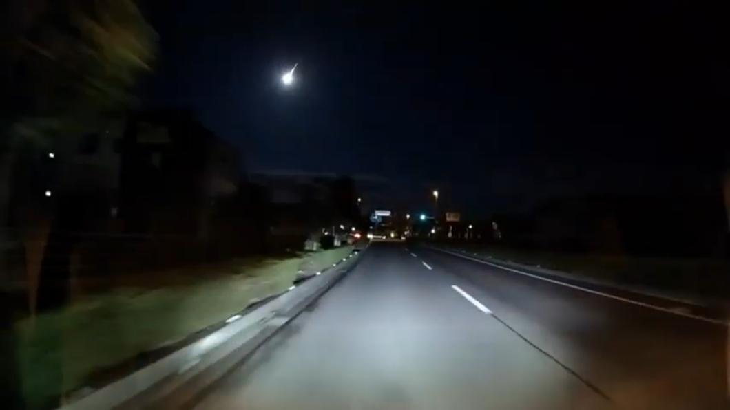 直擊!西日本火流星現蹤 黑夜瞬間如白晝