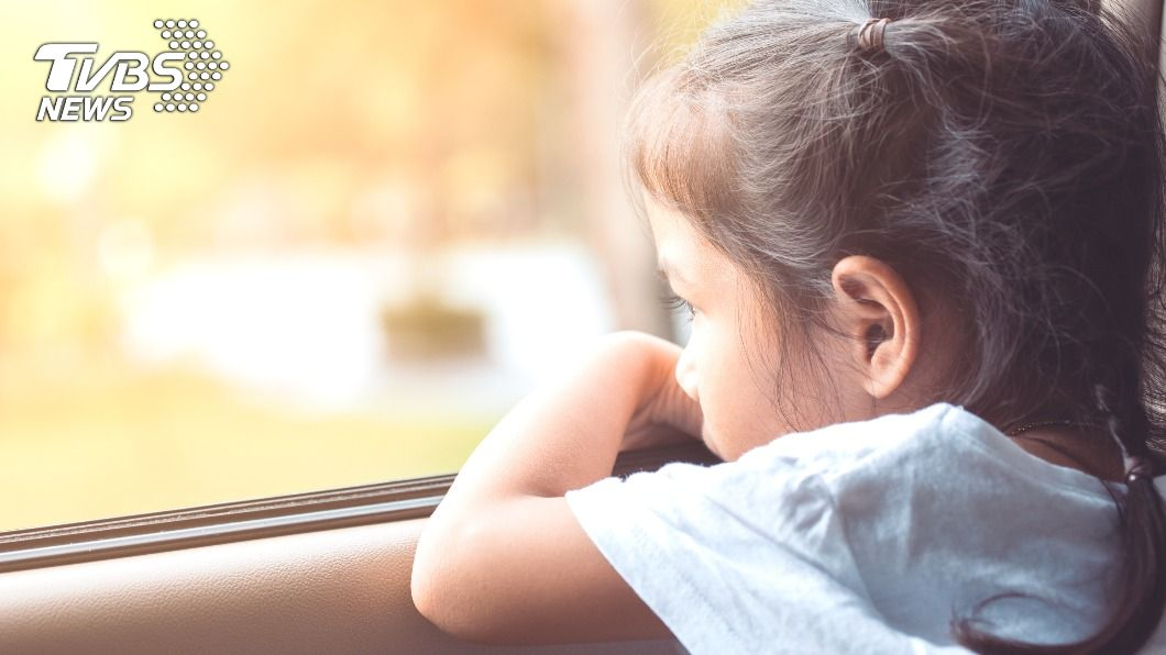 女童被留在車上悶死。(示意圖/shutterstock 達志影像) 母為和男友約會 32度高溫把女兒鎖車上「活活悶死」