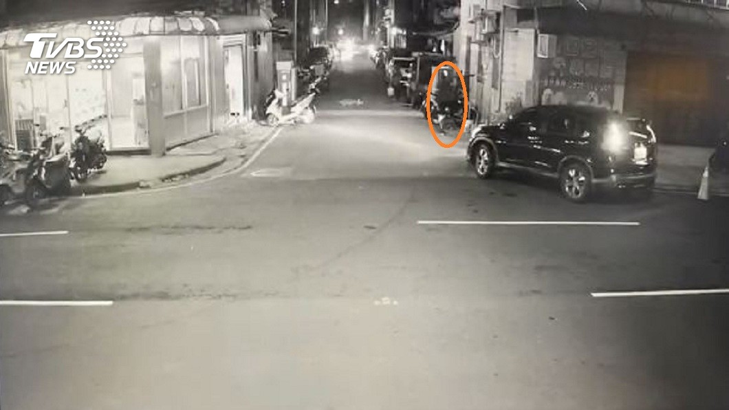 醒吾科大日前出現有男子尾隨騷擾女學生的事件。(圖/TVBS) 尾隨騷擾醒吾兩女大生 巡邏警巧遇「遛鳥俠」提款立逮