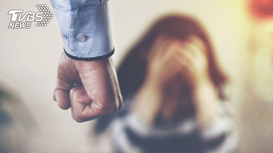 台灣手搖飲「貢茶」日本社長涉家暴妻子。(非當事人。示意圖/shutterstock達志影像) 知名手搖飲貢茶日本社長 家暴歌手妻遭逮