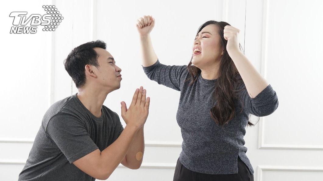 男友買東西買到借錢,讓女子相當生氣。(示意圖/shutterstock 達志影像) 男友購「母湯版禰豆子」喊老婆 她氣罵:把我放哪