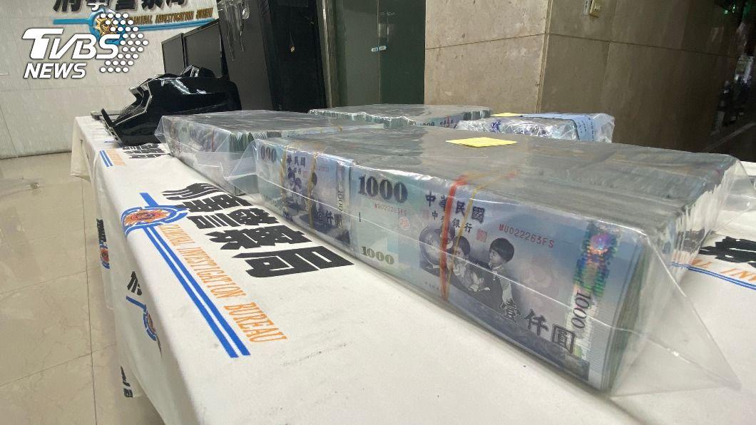 刑事局破獲台中市一處電信詐欺洗錢中心。(圖/中央社) 刑事局破獲兩岸電信詐欺水房 半年洗錢4億元