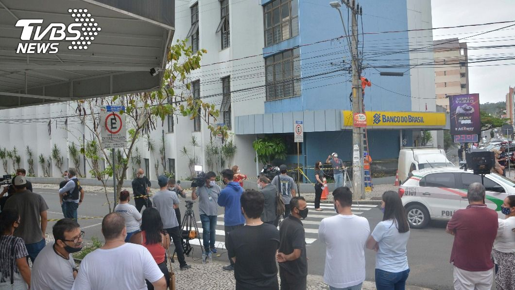 巴西南部發生大規模銀行搶劫事件。(圖/達志影像美聯社) 巴西銀行搶案歹徒擁超強火力 至少30人涉案