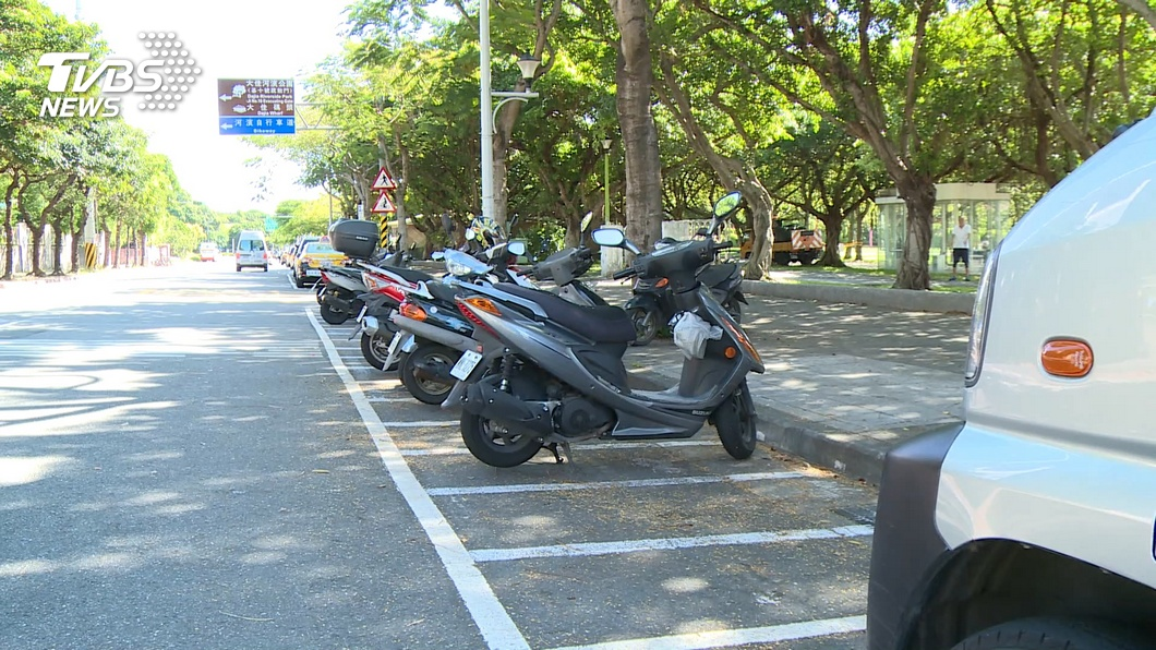 許多民眾開車或騎車外出,最煩惱的就是找不到停車格。(示意圖/TVBS資料畫面) 4機車停放「斜線車格」超整齊 網驚呼:駕照怎考到的?