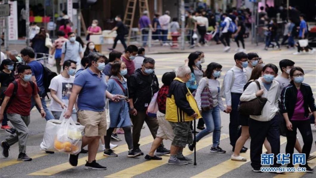 圖/翻攝自 新華網 香港單日確診再破百例 星港旅遊泡泡延至明年