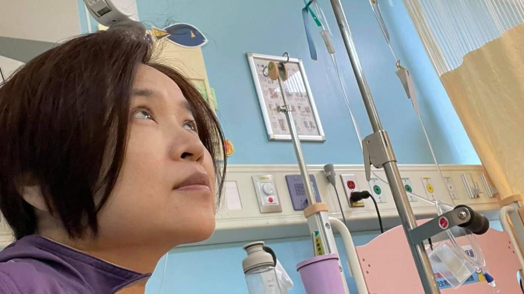 楊月娥因大女兒頭痛入院發出感嘆。(圖/翻攝自楊月娥臉書) 病魔又上門!楊月娥悲曝長女病況:要用最佳狀態守護她