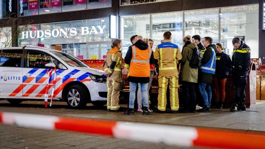 圖/翻攝自@mediaindiagroup推特 大白天囂張刺人 荷蘭海牙超市3員工受傷