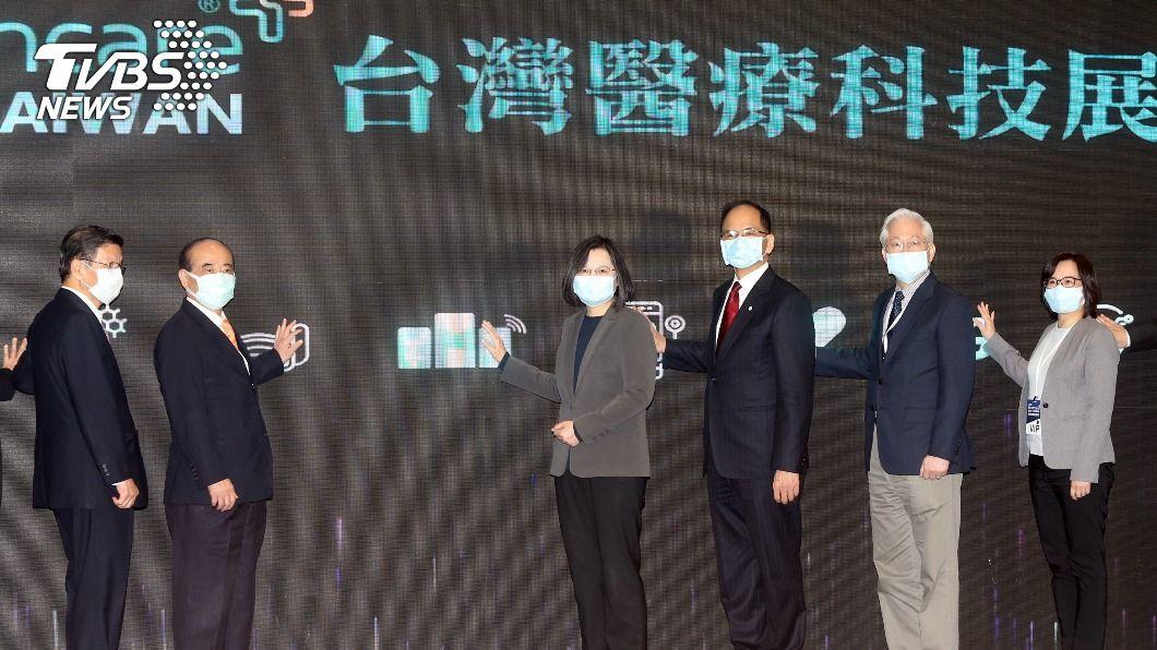 總統蔡英文今天出席台灣醫療科技展。(圖/中央社) 打造台灣醫療科技新實力 總統:加速推動兩大工作