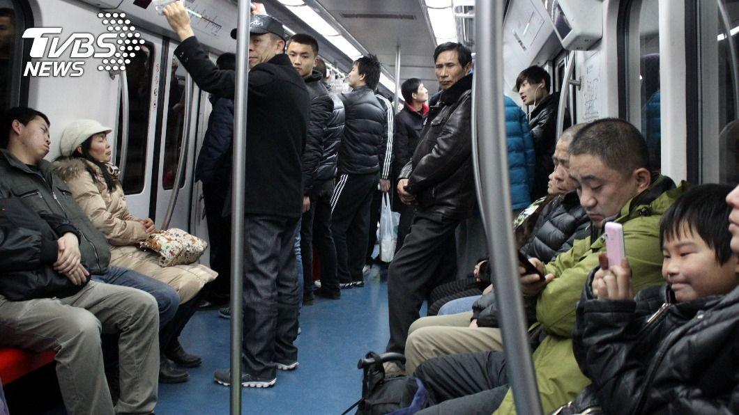 (示意圖/Shutterstock達志影像) 孫咆哮阿嬤「不讓妳這老東西坐」 地鐵暴走狠嗆乘客