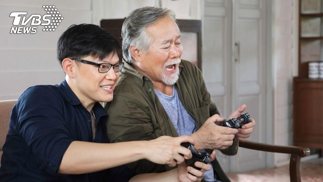 玩遊戲訓練大腦反應力。(示意圖/shutterstock達志影像) 合理化延緩大腦衰退?研究:玩「遊戲」降失憶症風險