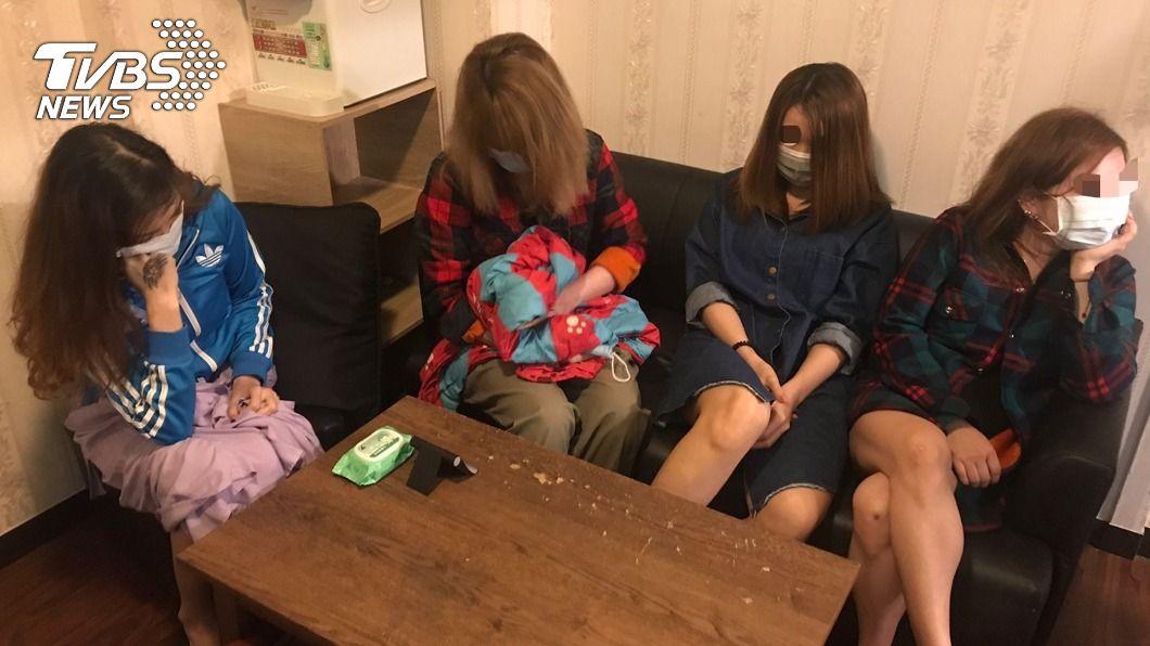 萬華分局成立專案小組強力掃黃。(圖/中央社) 萬華警強力掃黃 連破色情養生館