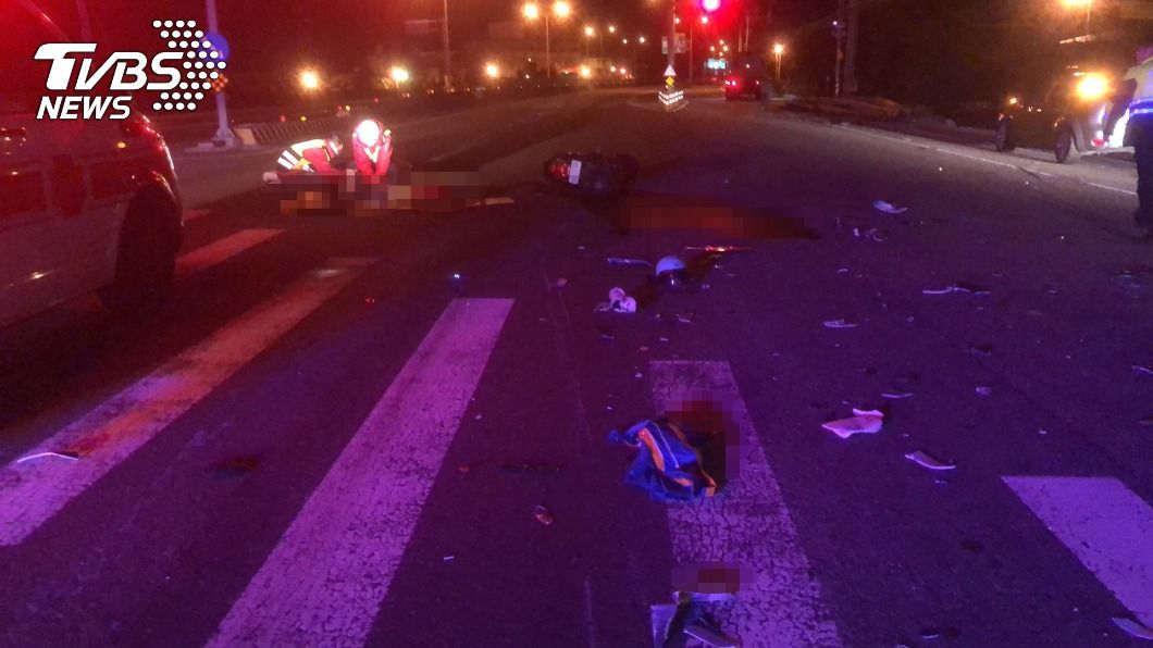 台61線西濱竹南路段凌晨發生死亡車禍。(圖/中央社) 西濱竹南段機車疑違規左轉撞拖板車 21歲男大生喪命