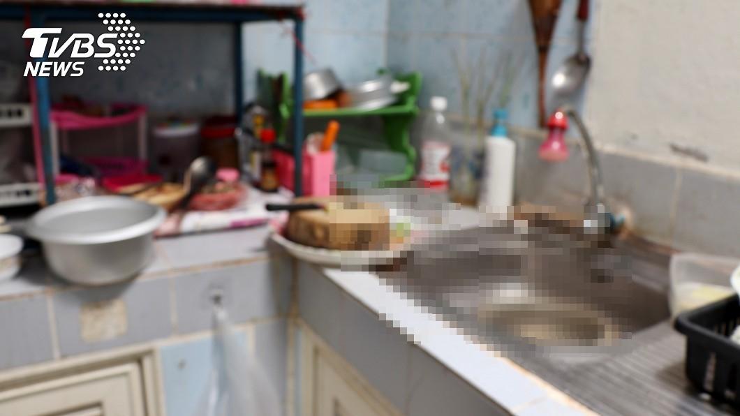 與本文無關。 (示意圖/shutterstock達志影像) 砍母百刀器官丟廚房 女兒「血捧頭顱」歉:縫了能復活嗎