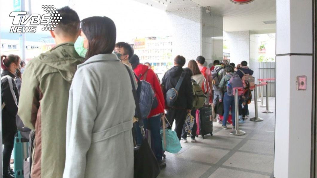北花線客運乘客量暴增。(圖/中央社) 台鐵往宜花中斷 花蓮北花線客運班班客滿
