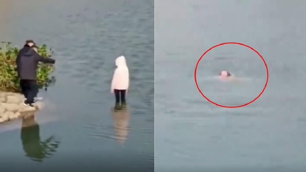 員警只站在岸邊勸導。(圖/翻攝自微博) 5警不會游泳救援失敗 目睹少女「滅頂溺死」畫面全都錄