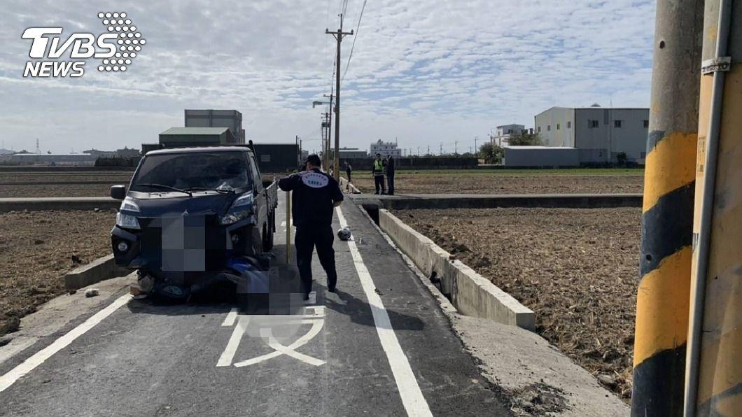 台中市龍井區今(6)日發生一起死亡車禍。(圖/中央社) 台中貨車與機車碰撞 騎士夫妻彈飛不治