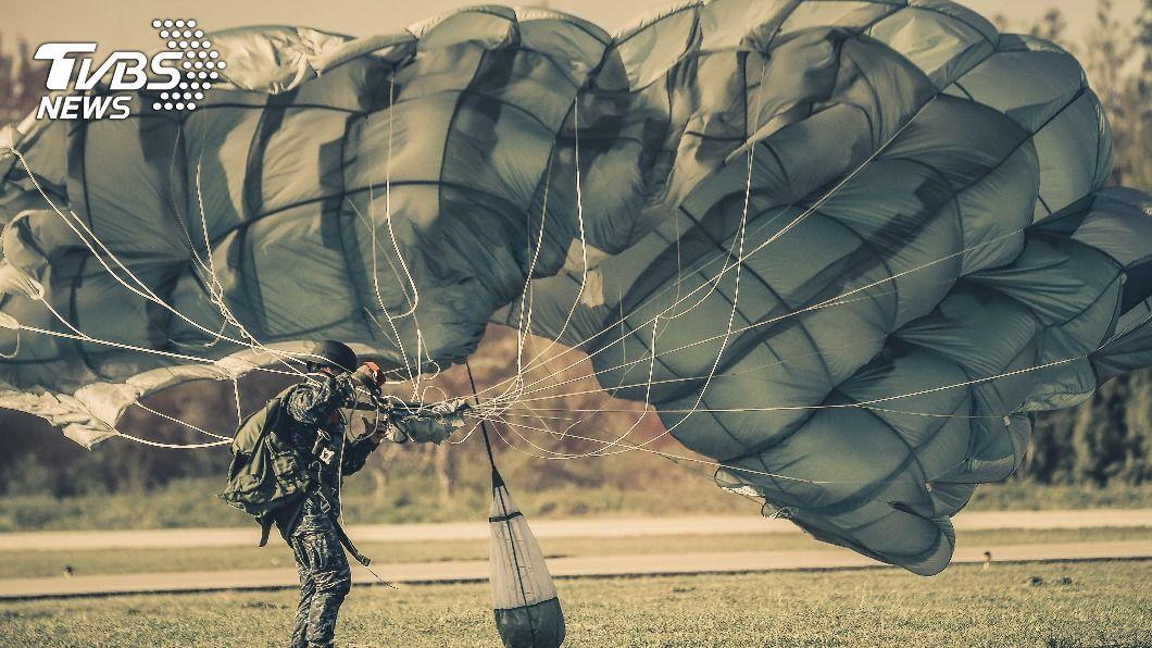 美國傘兵與同袍出遊離奇失蹤。(示意圖/shutterstock達志影像) 「僅剩頭顱」傘兵露營離奇失蹤 7天後身首分離