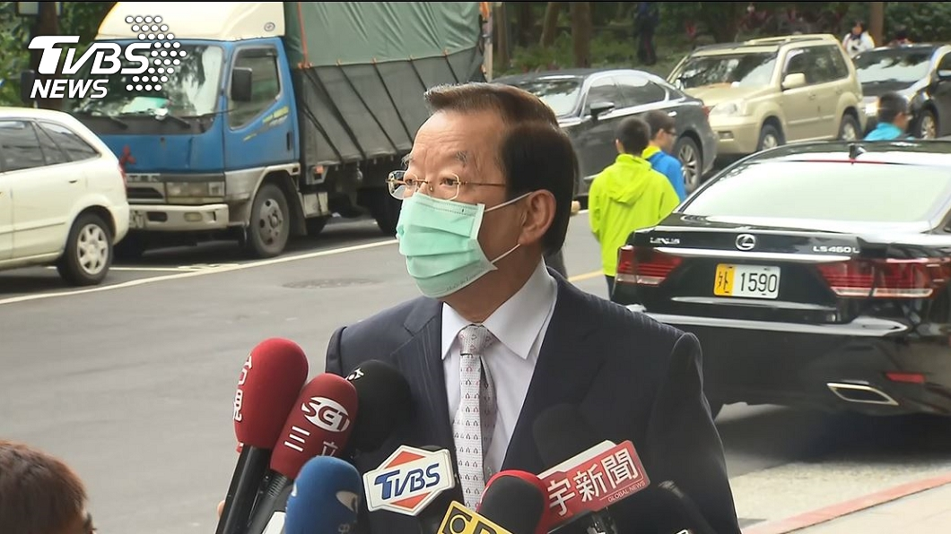 (圖/TVBS資料畫面) 記者全蹲下受訪 謝長廷1要求挨藍委轟:真高傲