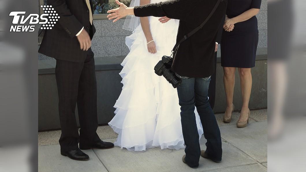 婚攝拖了1個月後才告知照片全刪光。與本文無關。(示意圖/shutterstock達志影像) 3百張婚紗照苦等1個月 婚攝全刪光硬拗「記憶卡滿囉」
