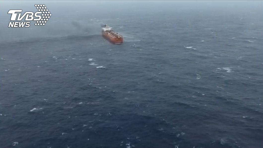 (圖/TVBS) 賴比瑞亞油輪失火救援 船方態度反覆僅8人上岸
