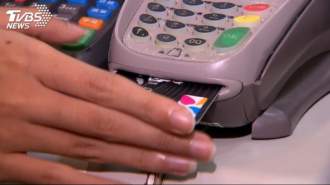 圖/TVBS資料畫面 國人4月刷卡達2349億元 創近5年同期次高