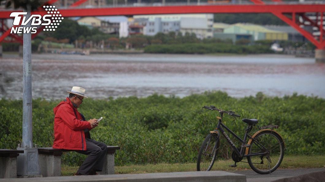 北台灣晚間變天。(圖/中央社) 東北季風晚間南下  北台灣變天低溫下探14度
