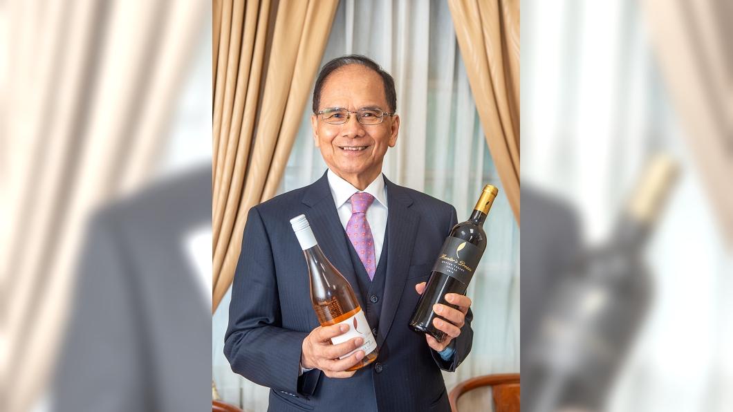 立法院長游錫堃日前宣布立院將添購200多瓶澳洲紅酒挺澳。(圖/翻攝自游錫堃臉書) 立院買2百多瓶紅酒挺澳洲 網一看氣炸:耍花招全民買單