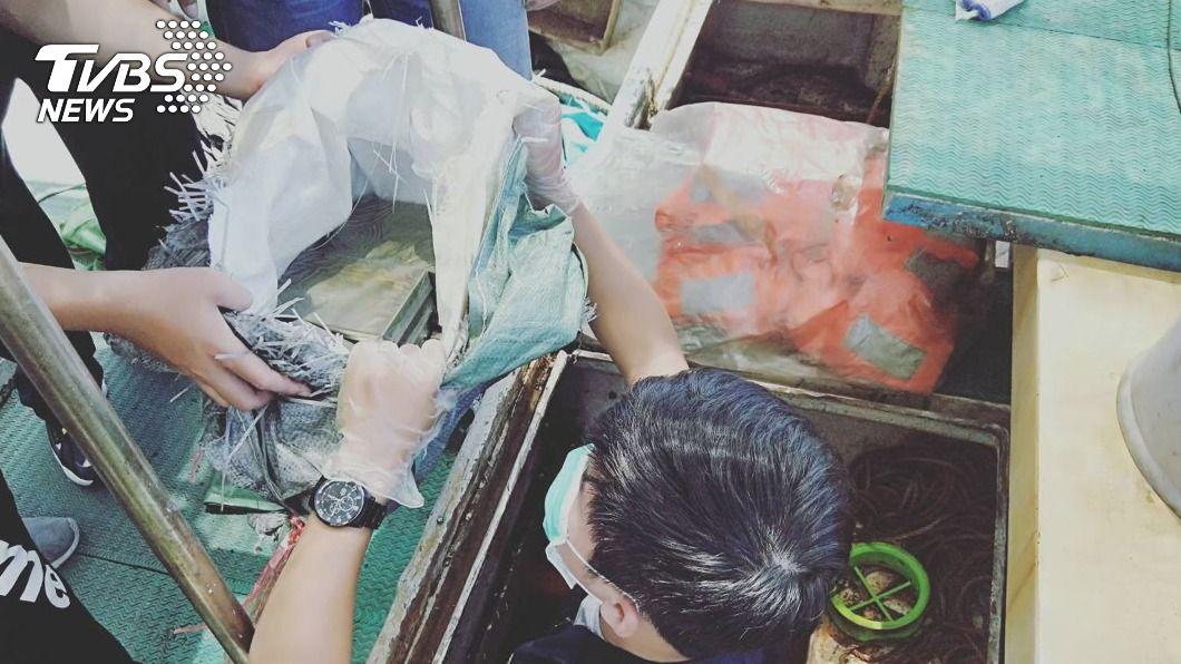 (圖/中央社) 屏檢緝獲海洛因磚126公斤 阻斷南海毒品入台通路路