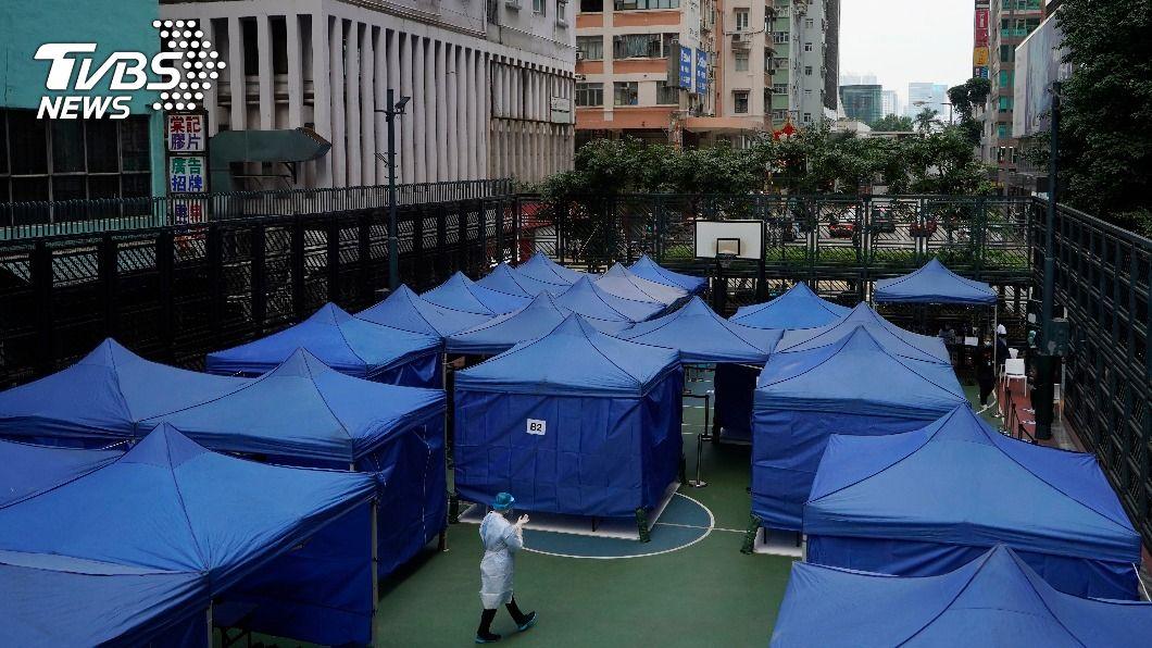香港近日爆發第4波新冠肺炎疫情。(圖/達志影像美聯社) 香港新冠疫情惡化 部分港人赴陸避疫入境量大增