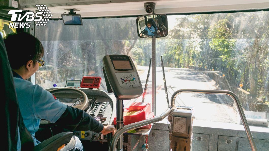 (示意圖,與本文當事人無關/shutterstock 達志影像) 超車多按1聲喇叭 公車司機遭「判刑6個月」賠百萬