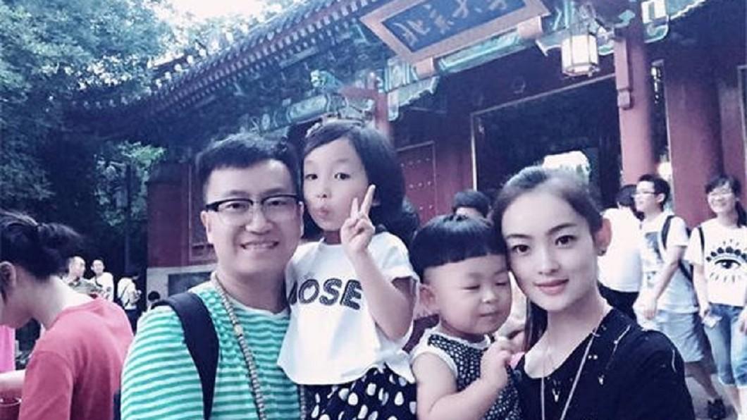 (圖/翻攝自《網易新聞》) 8.3強震倒塌 少女被大叔「抱起往外衝」淚以身相許