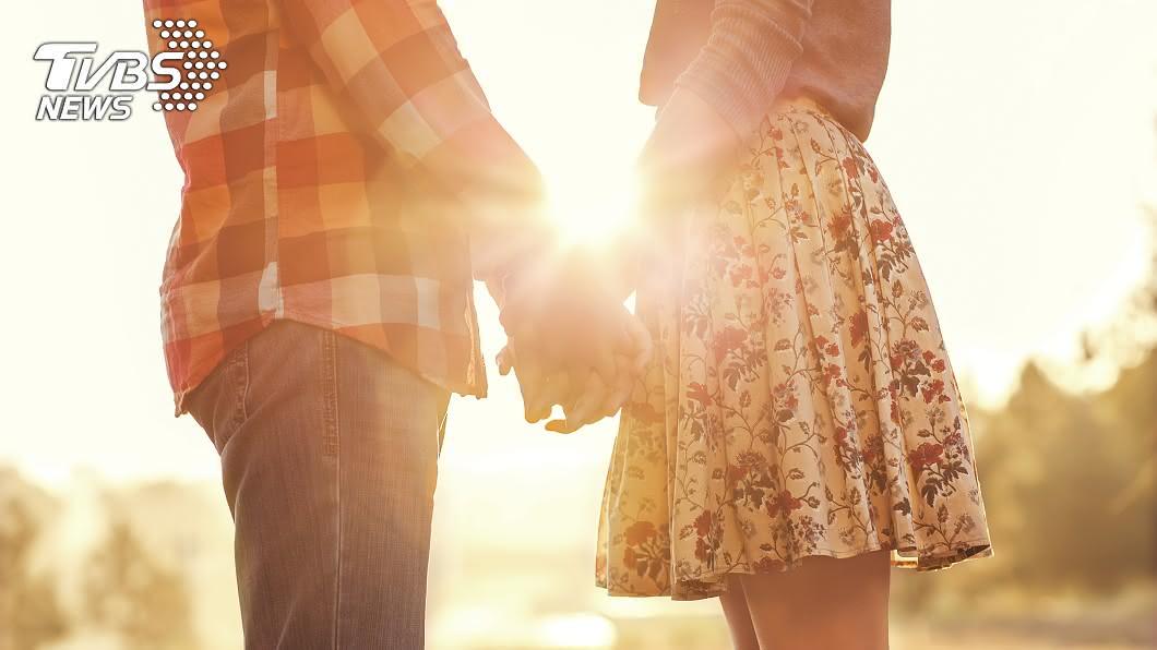 男女交往想走到結婚這一步,考量的不只是兩個人的事,而是兩個家庭的事。(示意圖/shutterstock 達志影像) 大13歲男友提親被父打槍2次 女想放大絕「先有後婚」