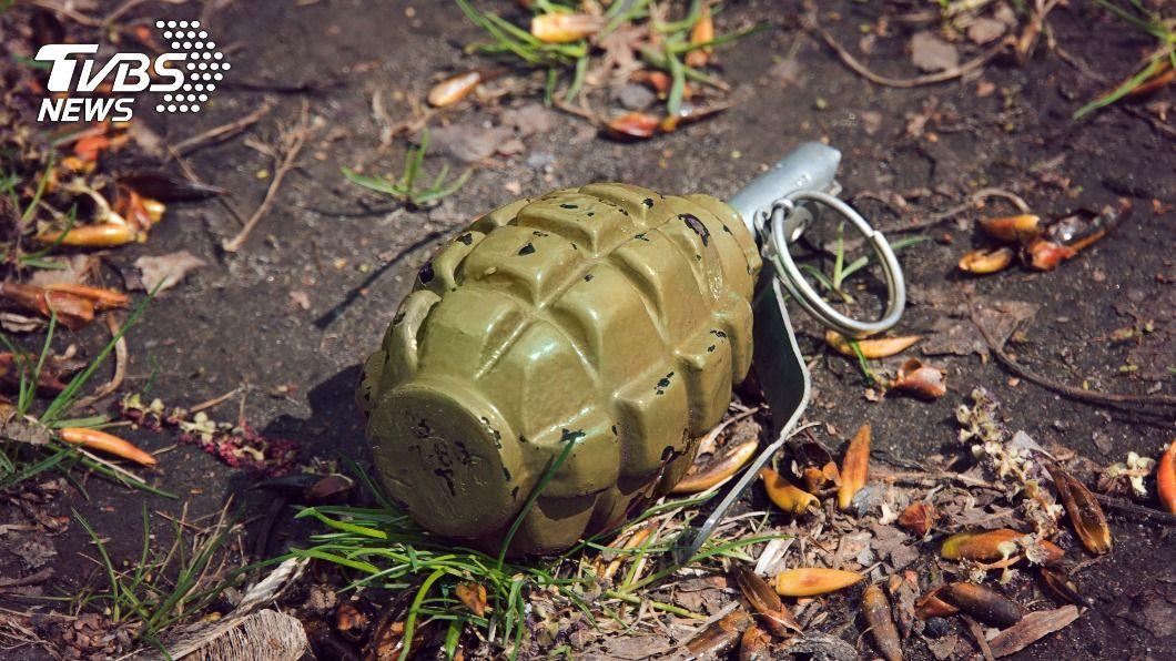 民眾在住家陽台發現過世爺爺遺留的手榴彈。(示意圖/shutterstock 達志影像) 少將爺爺生前遺留訓練手榴彈 嚇壞家人虛驚一場