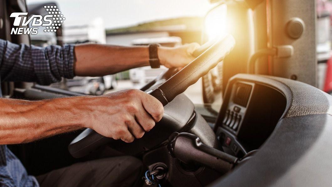 運安會籲貨運業強化安全管理。(示意圖/shutterstock 達志影像) 貨運業事故風險高於客運 運安會籲強化安全管理
