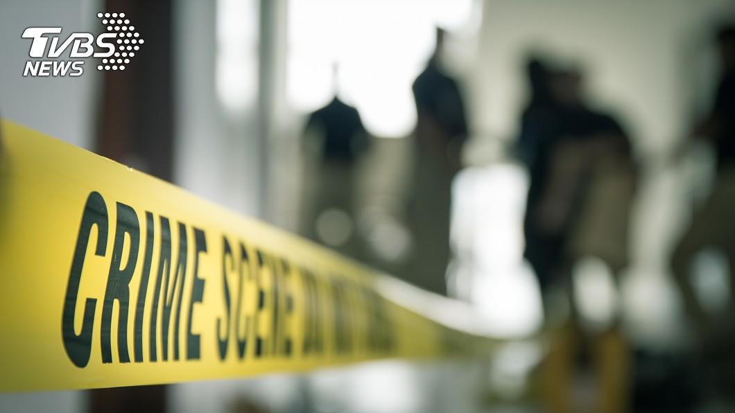 英國一名17歲少年,在和母親慢跑回到家後,突然持刀朝她猛刺118刀當場身亡。(示意圖/shutterstock 達志影像) 118刀狠心砍死母 17歲兒報案超冷血:最好帶屍袋來