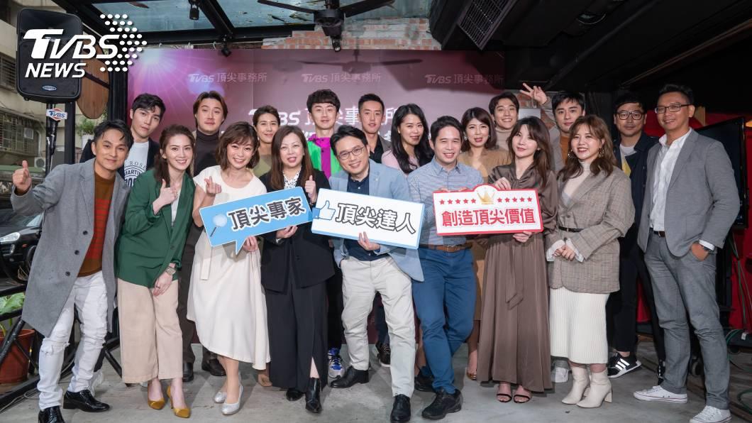 《TVBS頂尖事務所》的達人,左四為TVBS總經理 劉文硯。圖/TVBS 《TVBS頂尖事務所》網羅各類專家達人 打造品牌影響力的最佳夥伴