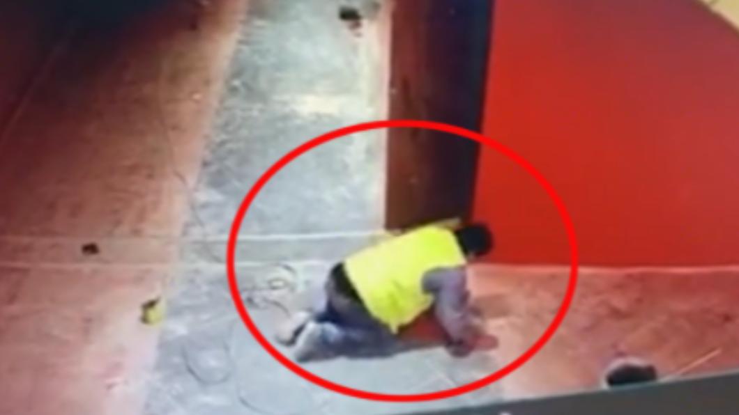 工人「跪地爬行」求救無人理身亡 女兒心碎:對面就醫院