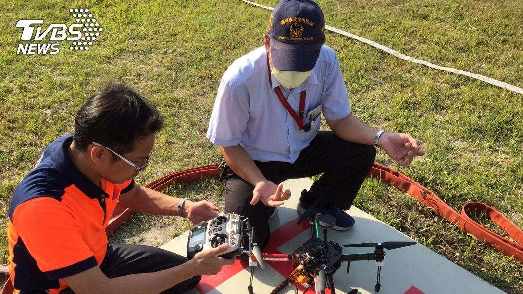 台南市消防局將逐步汰換中製無人機,明年起無人機出勤以非中製為優先。(圖/中央社) 資安疑慮 台南消防局無人機出勤以非陸製優先
