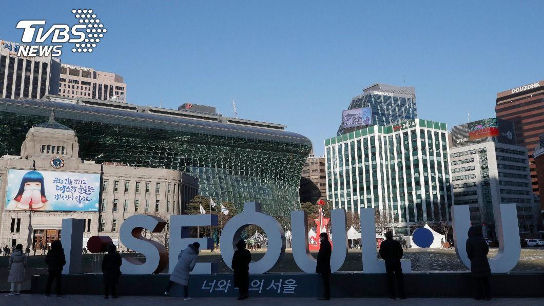 韓國確診人數連3天破千。(圖/達志影像美聯社) 韓國憂防疫升級效應 影響逾200萬商家設施營運
