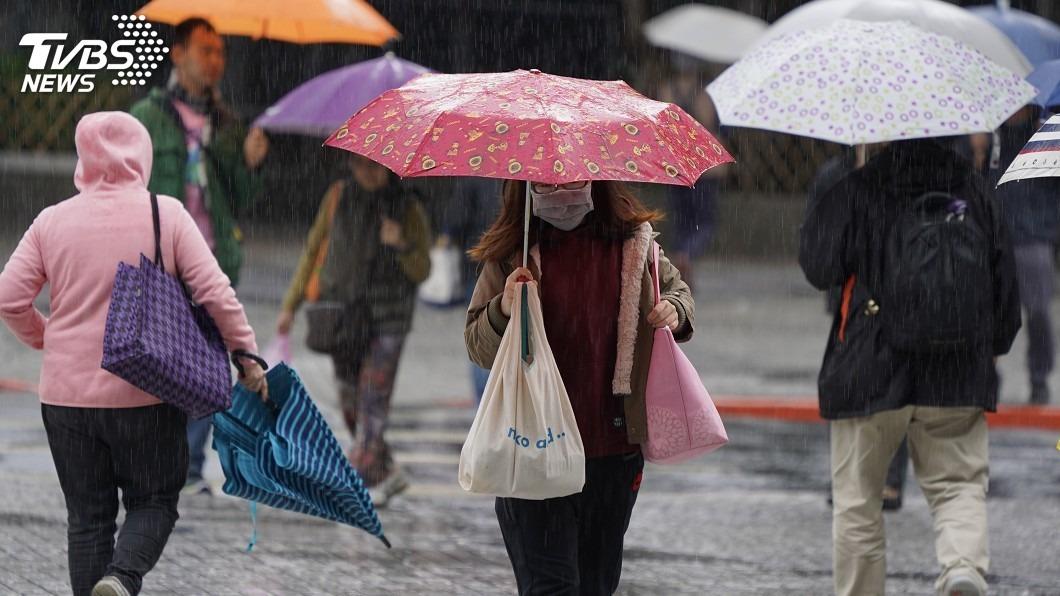 北台灣未來3天都是濕冷天氣型態。(圖/中央社資料照) 東北季風影響北台濕冷 專家:雨不會下到明年