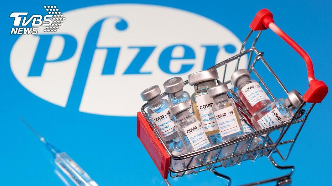輝瑞藥廠向日本提出新冠肺炎疫苗批准申請。(圖/達志影像路透社) 輝瑞疫苗批准後 日媒:約萬名醫護將首批接種