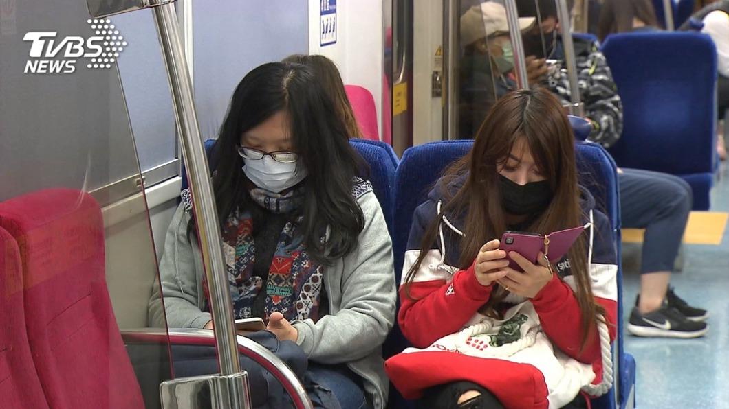 高市府呼籲民眾出入公共場合要配戴口罩。(示意圖/TVBS) 跨百光年估50萬人參加 高雄市籲務必戴口罩