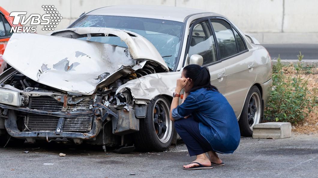 (示意圖/shutterstock達志影像) 車禍5天「頭旋轉180度」 女愣:還能轉回來
